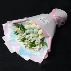 """Букет из клубники и цветов """"Небесная красота"""""""